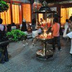 Taiwanci v chrámu Longshan