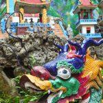 Pestrobarevná výzdoba chrámu v Taipei